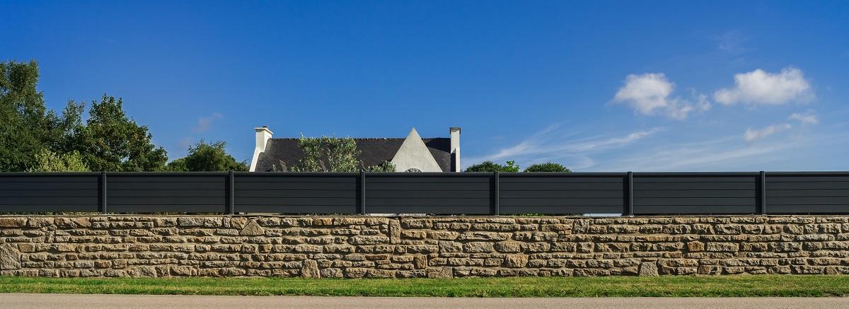 Image Bornage sur terrain déjà clôturé : le bornage a plus de valeur juridique que la clôture
